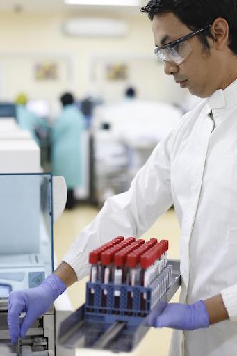 Roche tích cực đóng góp cho hoạt động hiến máu và sàng lọc máu tại  - ảnh 1