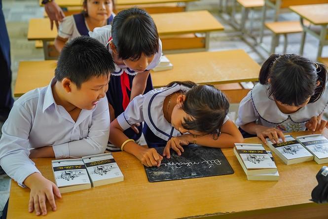 Sách quý giúp học sinh vùng sâu hăng say học tập - ảnh 4