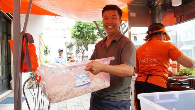 Xe bánh mì Kebab của 3 mẹ con Hà Nội đắt khách tại thủ phủ thốt nốt - ảnh 2