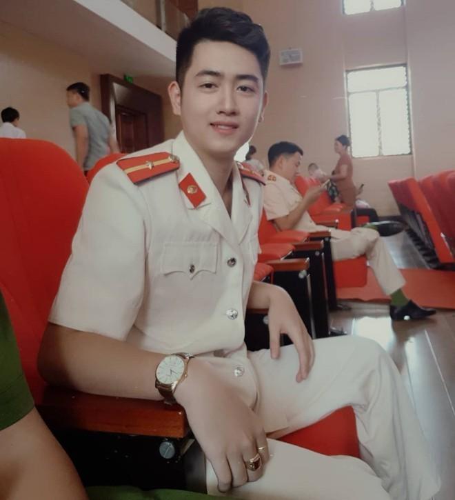Hot boy trường cảnh sát nổi tiếng trên mạng nhờ hát hay, đàn giỏi - ảnh 3