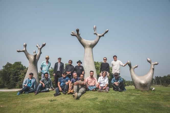 Đoàn nghệ sĩ châu Á ngỡ ngàng với Triển lãm nghệ thuật độc đáo tại Đại Lải - ảnh 1