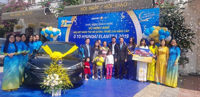 Bảo Việt Nhân thọ trao tặng xe ô tô gần 800 triệu đồng cho khách hàng tại Hải Dương - ảnh 1