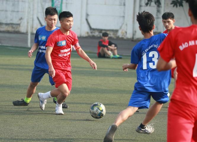 Nhiều bất ngờ xảy ra sau lượt trận 1/8 giải bóng đá học sinh Hà Nội tranh Cup Number 1 Active - ảnh 2