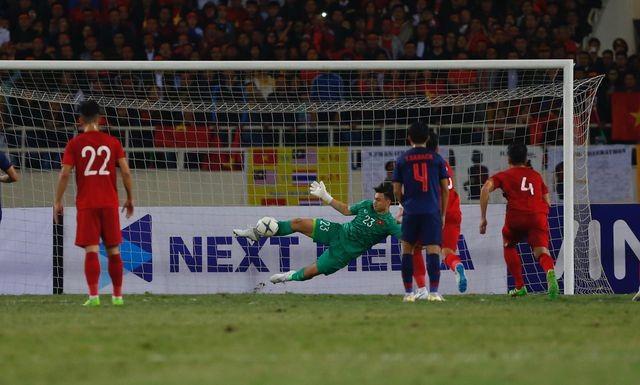 CĐV Thái Lan cảm ơn trọng tài khi từ chối bàn thắng của Tiến Dũng - ảnh 1
