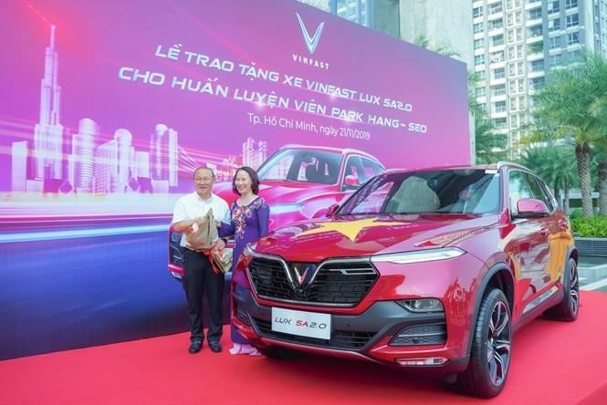 VinFast tặng xe Lux SA2.0 phiên bản cao cấp cho HLV Park Hang-seo - ảnh 3