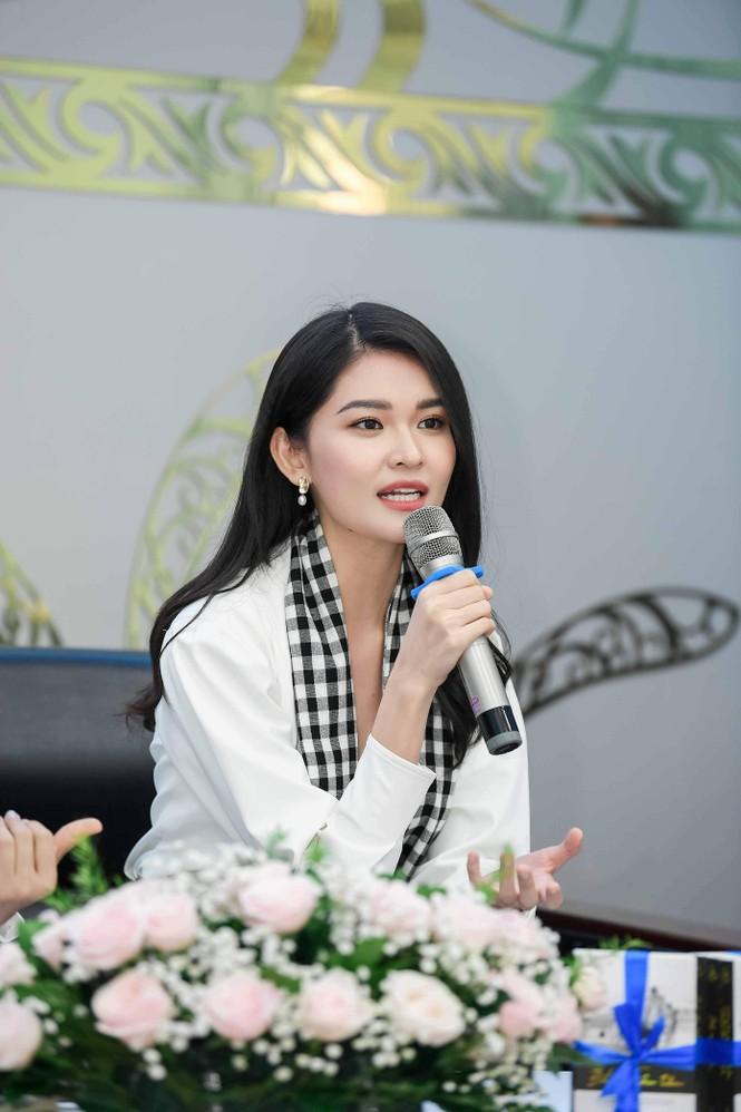 Á hậu Thùy Dung: Sách quý giúp bạn trẻ nung chí khởi nghiệp - ảnh 3
