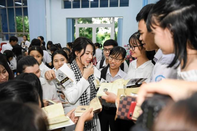 Á hậu Thùy Dung: Sách quý giúp bạn trẻ nung chí khởi nghiệp - ảnh 5