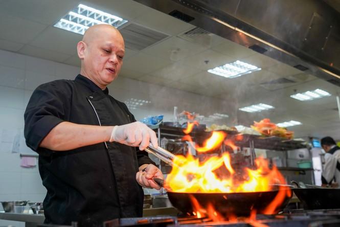 Bí mật sau những món ăn siêu công phu của nhà hàng 'quý tộc buộc phải đến' - ảnh 3