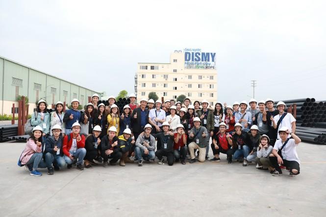 Sinh viên trường ĐH Xây dựng thăm quan thực tế Nhà máy sản xuất ống nhựa Dismy  - ảnh 1
