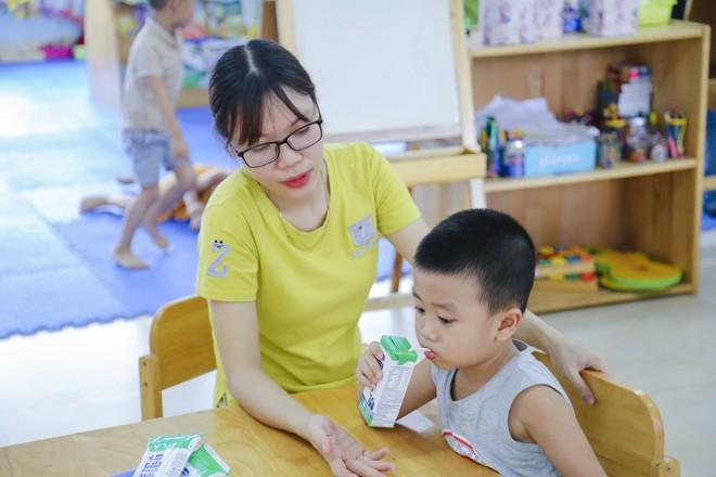 Nỗ lực thầm lặng của thầy cô vì niềm vui uống sữa của học sinh - ảnh 2