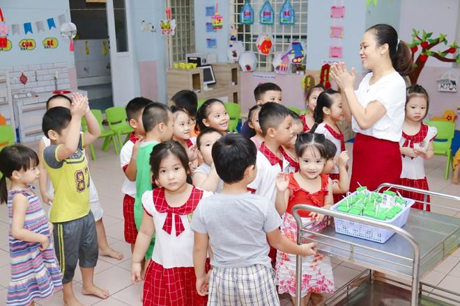 Nỗ lực thầm lặng của thầy cô vì niềm vui uống sữa của học sinh - ảnh 3