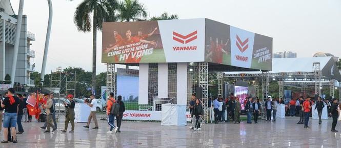 Yanmar mở gian hàng nhà tài trợ cổ vũ bóng đá trận đấu Việt Nam - Thái Lan - ảnh 1