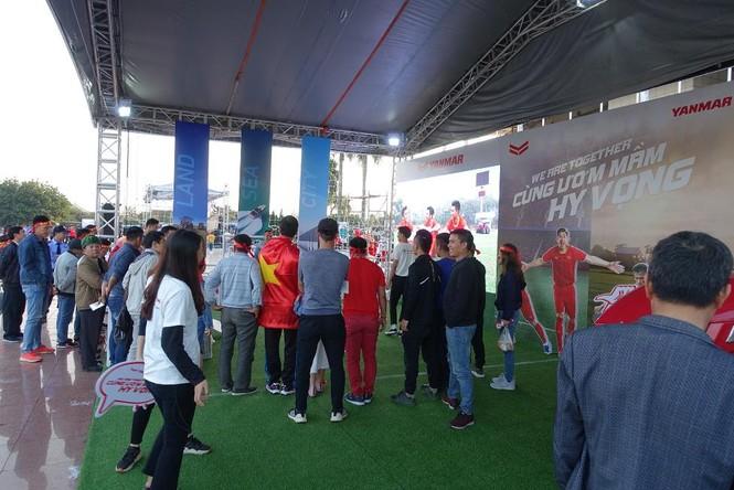 Yanmar mở gian hàng nhà tài trợ cổ vũ bóng đá trận đấu Việt Nam - Thái Lan - ảnh 3