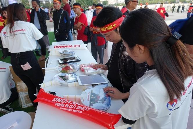 Yanmar mở gian hàng nhà tài trợ cổ vũ bóng đá trận đấu Việt Nam - Thái Lan - ảnh 7