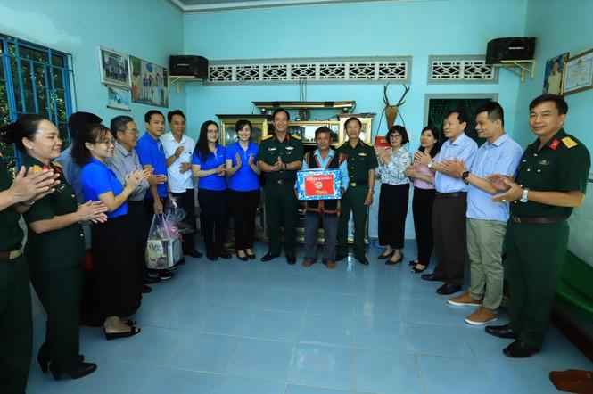 Tân Hiệp Phát tặng quà Tết, khám bệnh, cấp thuốc cho bà con ở Bình Phước - ảnh 2