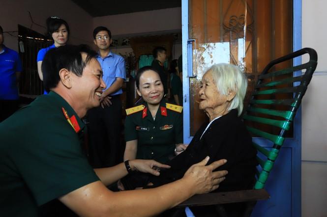 Tân Hiệp Phát tặng quà Tết, khám bệnh, cấp thuốc cho bà con ở Bình Phước - ảnh 3