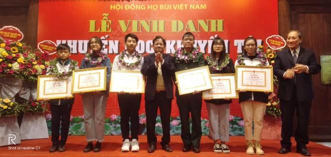 Cộng đồng họ Bùi Việt Nam: Vinh danh khuyến học, khuyến tài năm 2019 - ảnh 5