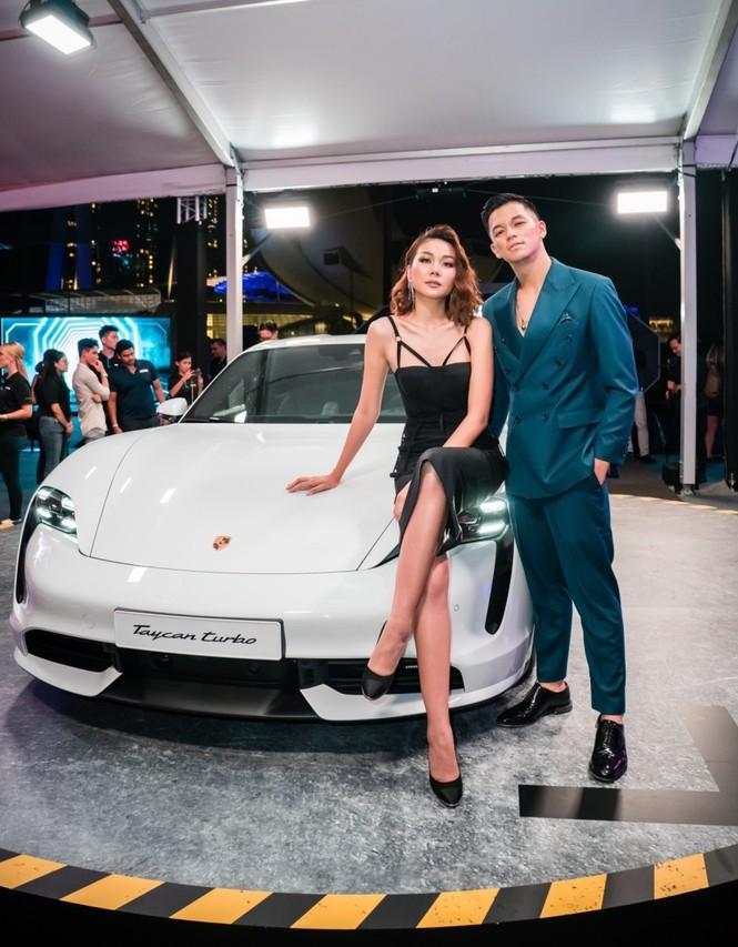 Thanh Hằng, Trọng Hiếu tham dự buổi ra mắt dòng xe thuần điện Porsche Taycan - ảnh 1
