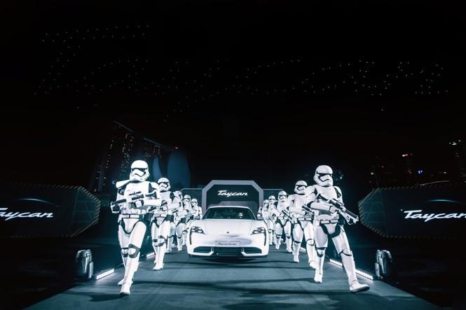 Thanh Hằng, Trọng Hiếu tham dự buổi ra mắt dòng xe thuần điện Porsche Taycan - ảnh 3