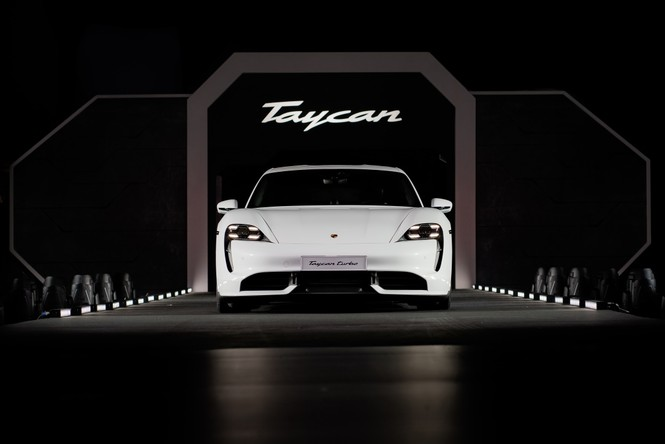 Thanh Hằng, Trọng Hiếu tham dự buổi ra mắt dòng xe thuần điện Porsche Taycan - ảnh 4