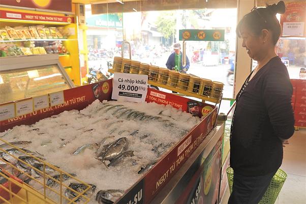 Thịt đội giá, bà nội trợ đổ xô đến Bách Hóa Xanh săn cá nhập khẩu 49k - ảnh 1