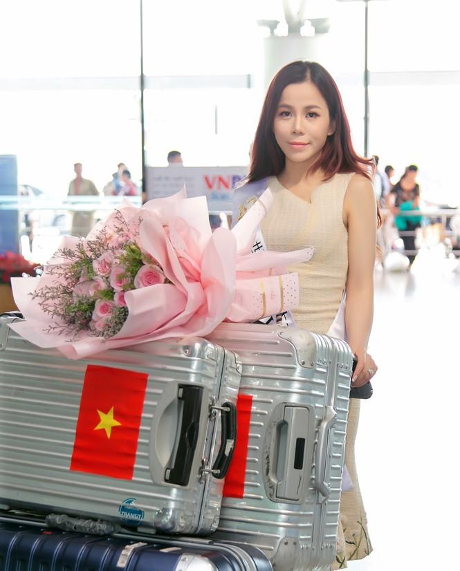 Á hậu Oanh Lê lên đường tham gia đấu trường Hoa hậu quốc tế - ảnh 1