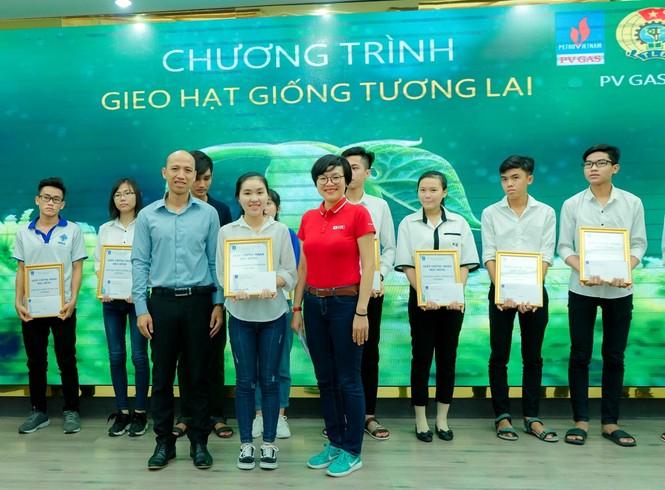 KCM trao học bổng cho sinh viên trong chương trình 'Gieo hạt giống tương lai' - ảnh 2