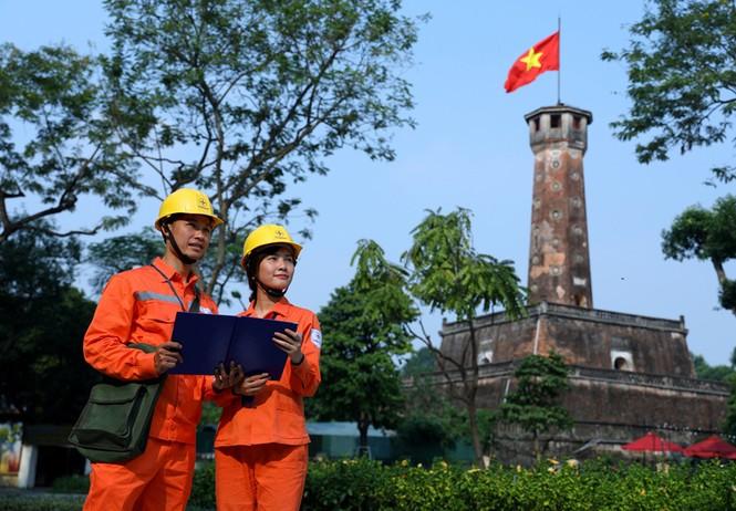 Đảm bảo điện phục vụ nhân dân Thủ đô dịp Tết Dương lịch - ảnh 1