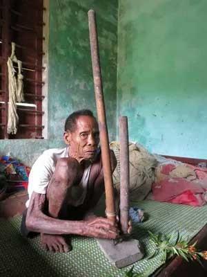 Cuộc sống săn bắt, hái lượm như người nguyên thủy ở bộ tộc kỳ lạ nhất Việt Nam - ảnh 1