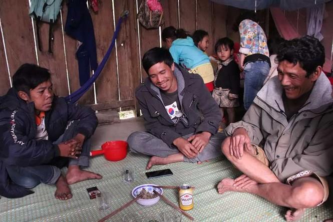 Cuộc sống săn bắt, hái lượm như người nguyên thủy ở bộ tộc kỳ lạ nhất Việt Nam - ảnh 8