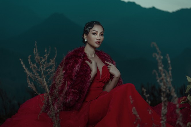 Nữ Hoàng Trần Huyền Nhung quyền lực, ma mị đón chào năm mới 2020. - ảnh 9