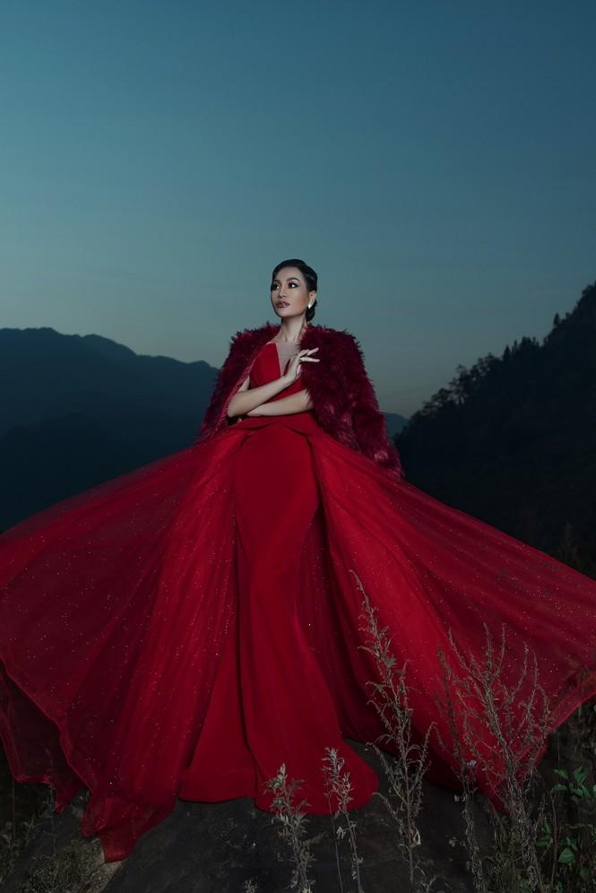 Nữ Hoàng Trần Huyền Nhung quyền lực, ma mị đón chào năm mới 2020. - ảnh 10