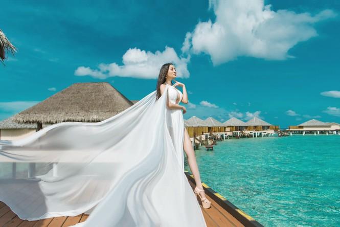 Vẻ đẹp thuần khiết của nữ hoàng Trần Huyền Nhung tại thiên đường Maldives - ảnh 2