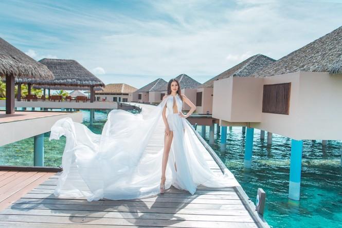 Vẻ đẹp thuần khiết của nữ hoàng Trần Huyền Nhung tại thiên đường Maldives - ảnh 3