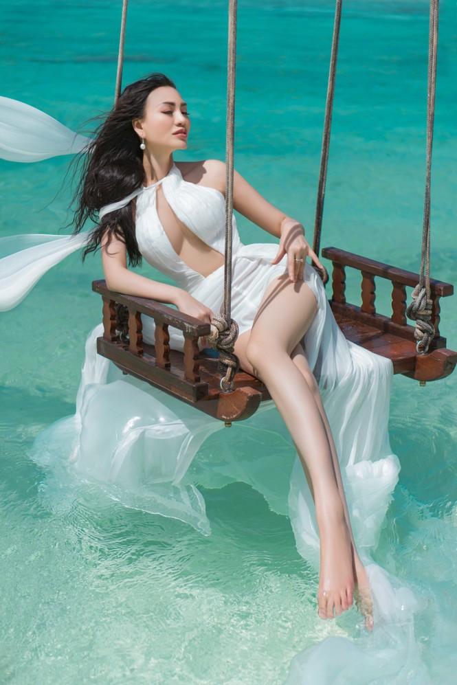 Vẻ đẹp thuần khiết của nữ hoàng Trần Huyền Nhung tại thiên đường Maldives - ảnh 5