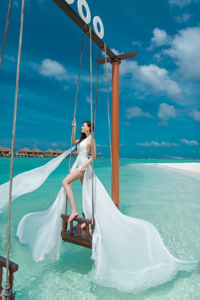 Vẻ đẹp thuần khiết của nữ hoàng Trần Huyền Nhung tại thiên đường Maldives - ảnh 6