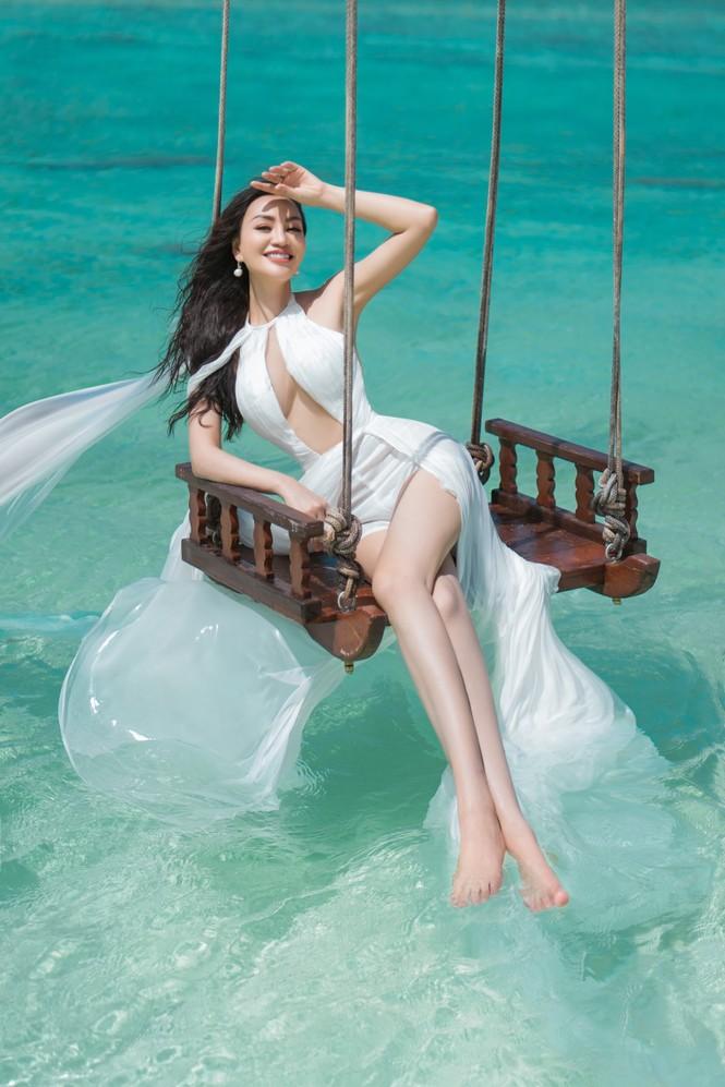 Vẻ đẹp thuần khiết của nữ hoàng Trần Huyền Nhung tại thiên đường Maldives - ảnh 7