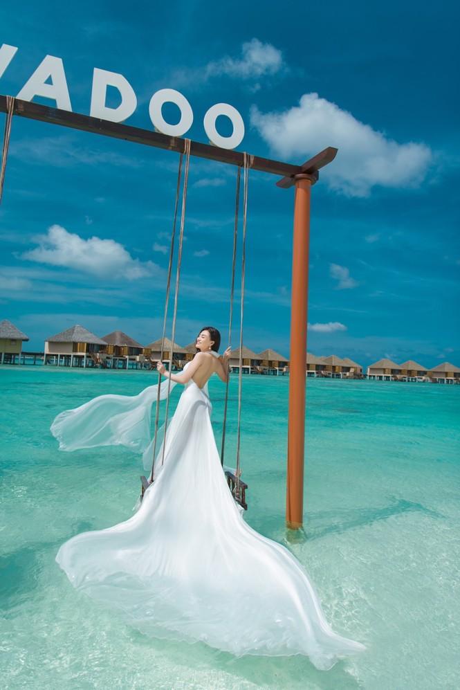 Vẻ đẹp thuần khiết của nữ hoàng Trần Huyền Nhung tại thiên đường Maldives - ảnh 8