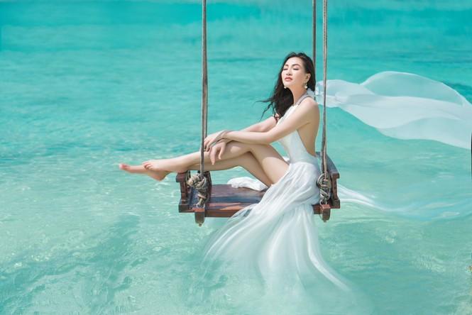 Vẻ đẹp thuần khiết của nữ hoàng Trần Huyền Nhung tại thiên đường Maldives - ảnh 9