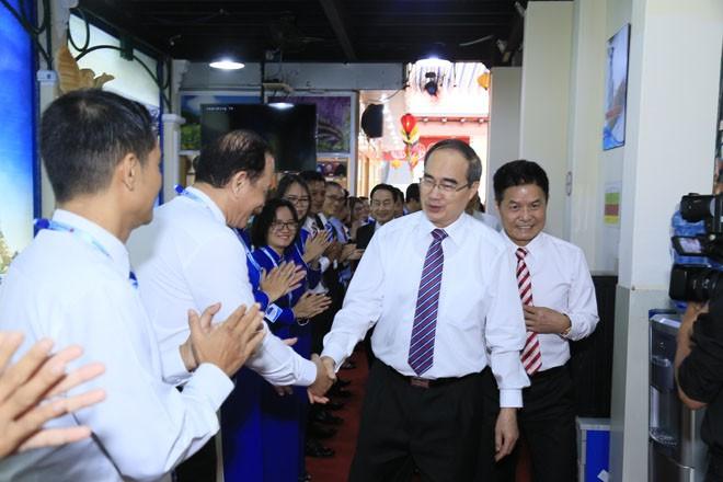 Ông Nguyễn Thiện Nhân thăm và chúc Tết Công ty Du lịch Vietravel - ảnh 1