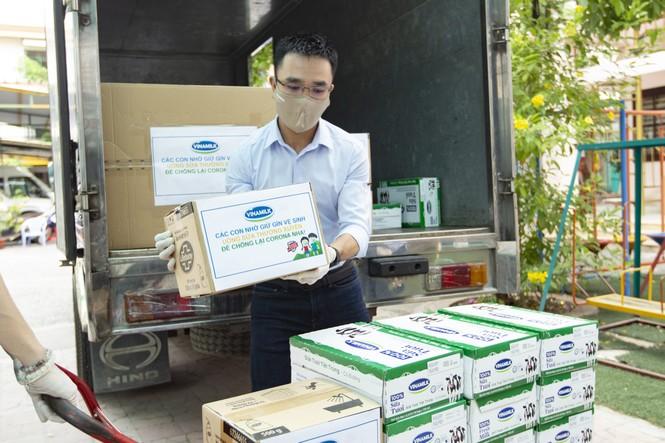 Ủng hộ ngày lương, nhân viên Vinamilk gây quỹ bảo vệ trẻ em khó khăn vì COVID - ảnh 4
