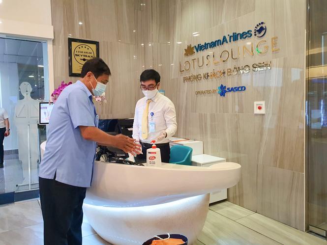 Unilever cùng Cảng hàng không quốc tế Tân Sơn Nhất phòng dịch cho hành khách - ảnh 1