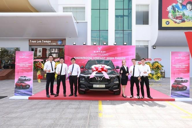 VinFast đồng loạt khai trương 21 showroom ô tô và xe máy điện - ảnh 4