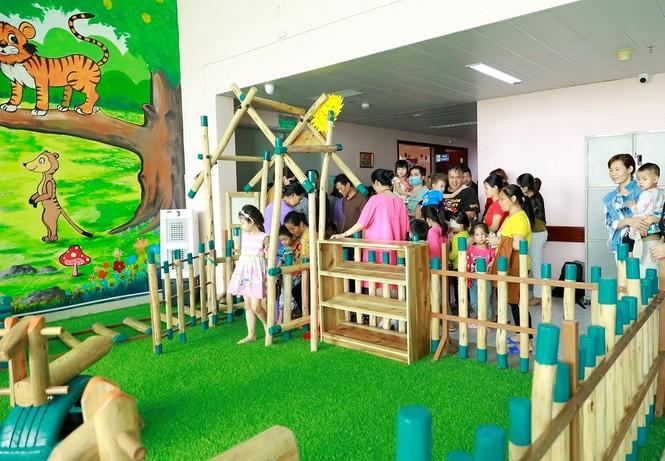 ABBank trao tặng khu vui chơi cho bệnh nhi tại bệnh viện nhi TW Hà Nội - ảnh 4