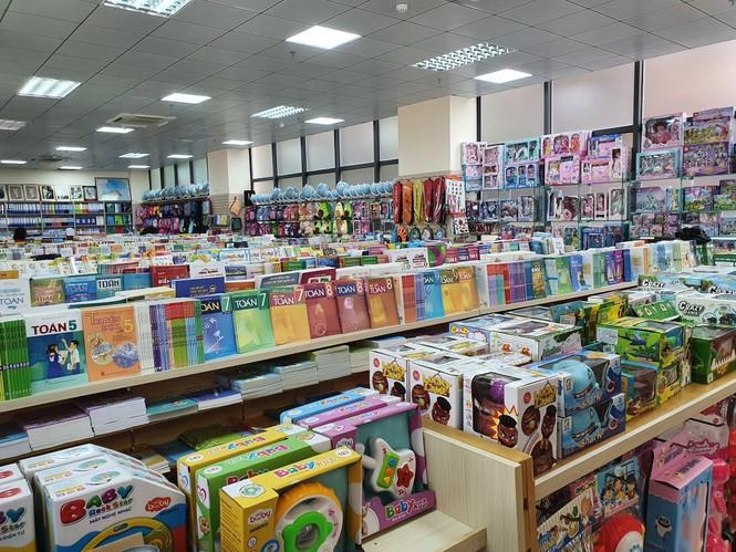 Tặng 500 thẻ mua hàng, nhiều khuyến mãi dịp khai trương Nhà sách Tiền Phong 128 Xuân Thủy - ảnh 1