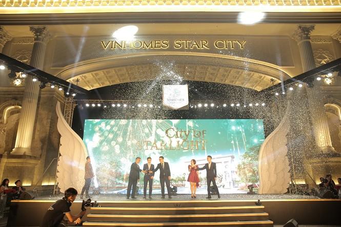 Vinhomes Star City khai trương cổng chào Victoria và quảng trường ánh sáng - ảnh 4