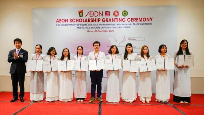 Quỹ Câu lạc bộ AEON 1% trao học bổng cho 60 sinh viên thuộc 3 trường Đại học tại Việt Nam - ảnh 1
