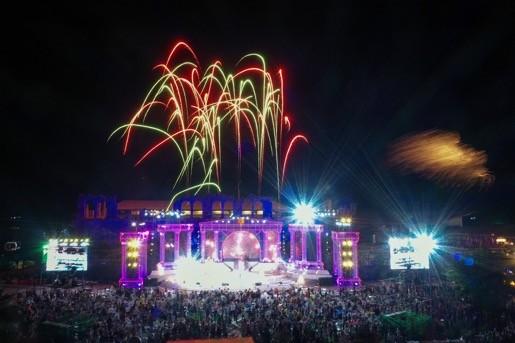 """Bùng nổ """"Đại tiệc của thần Ánh sáng"""" của Sun Group tại Nam Phú Quốc - ảnh 2"""