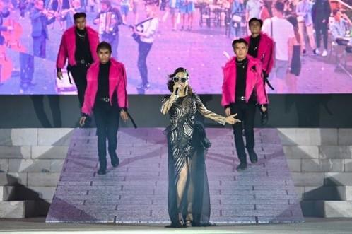 """Bùng nổ """"Đại tiệc của thần Ánh sáng"""" của Sun Group tại Nam Phú Quốc - ảnh 6"""