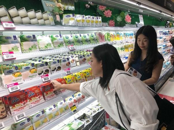 Vinamilk 'xông đất' 2021 với lô hàng lớn gồm sữa hạt và sữa đặc xuất khẩu đi Trung Quốc - ảnh 6